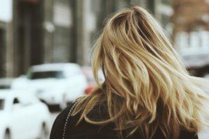 stocksnap 4bg0m37xlv 300x200 Farbujesz włosy? Zobacz, co możesz zrobić, jeśli dokucza ci wypadanie włosów