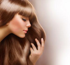shutterstock 95108401 300x276 Produkty wygładzające włosy   jak dbać o długą fryzurę?