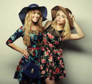 Fot 2 wiosenna sukienka w kwiaty 300x274 Sukienki z wyprzedaży – 4 zawsze modne fasony według stylistów z portalu Lamoda.pl