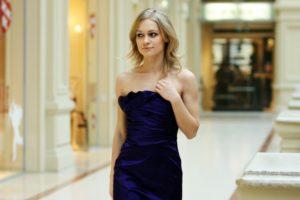 Fot 3 krótka czarna sukienka 300x200 Sukienki z wyprzedaży – 4 zawsze modne fasony według stylistów z portalu Lamoda.pl