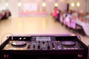 fot 2 1 300x200 DJ czy zespół – kogo wybrać na wesele?