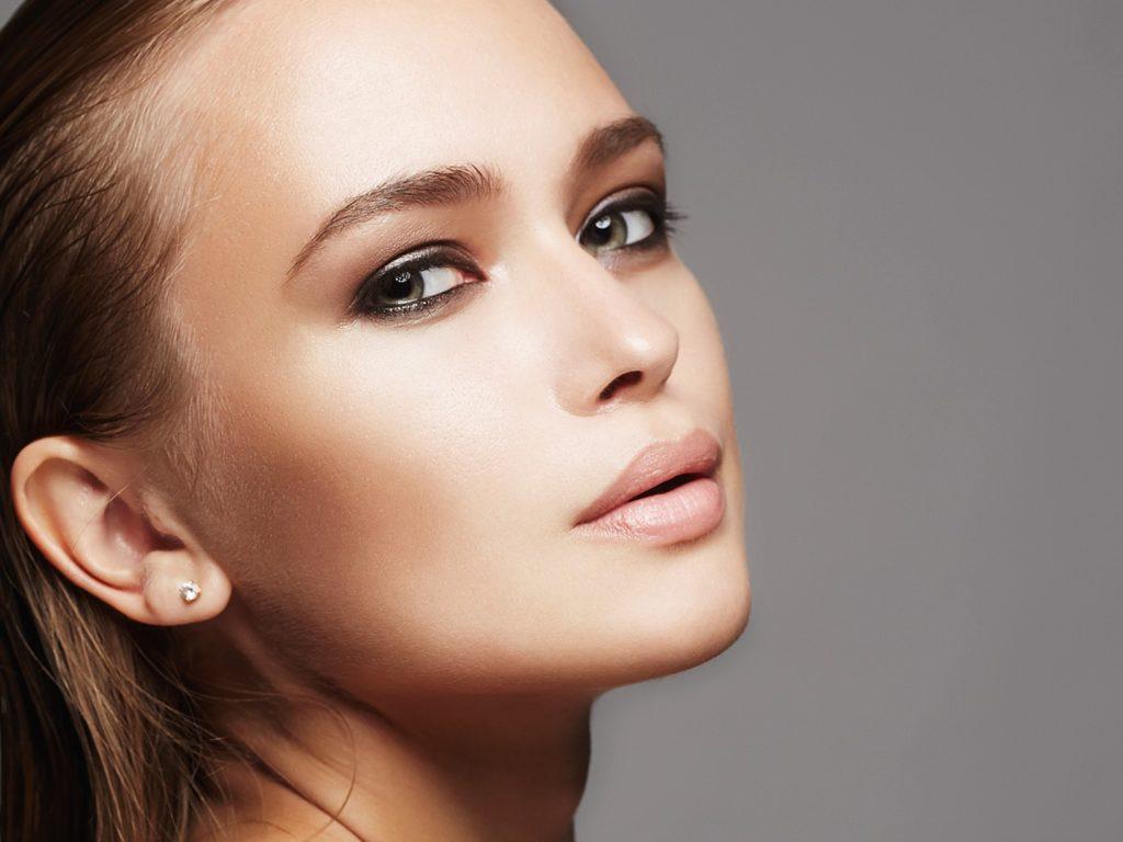 SINSKIN Brwi o lekkim łuku 1024x768 Idealna oprawa twoich oczu z SINSKIN – sprawdź jak stylizować brwi!